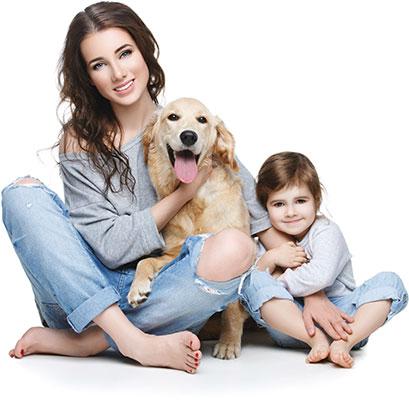 Matka z dzieckiem i pies